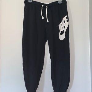 Nike Cropped Sweats M